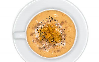 Cappuccino dyniowe z pianką z rokitnika, cynamonem, czarnuszką i skórką pomarańczy